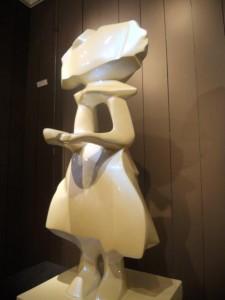 Hauteur 96 cm Blanc caméléon Résine